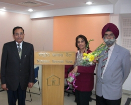 2009-A bouquet for Ms Daswani's session, by Directors of Reserve Bank of India- National Housing Board, Delhi (Feb 28,2009)